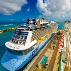 Anthem of the Seas | Nassau and Anthem go together like peanut butter and jelly. Like milk and cookies. Like Royal Caribbean and fun.