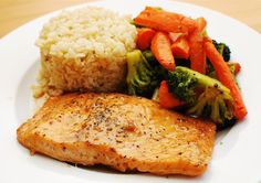 Slimming Eats Maple Glazed Salmon - gluten free, dairy free, paleo, Slimming World (SP) and Weight Watchers friendly Slimming World Diet, Slimming Eats, Slimming World Recipes, Weight Watchers Salmon, Weight Watchers Meals, Salmon Recipes, Fish Recipes, Recipies, Healthy Eating Recipes
