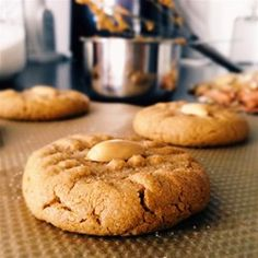 keto cookie recipes This is one of my favorite cookies to make. They are the only peanut butter cookies my family will eat! Sprinkle a pinch of sugar on cookies before baking, if de Sugar Free Peanut Butter Cookies, Peanut Butter Cookie Recipe, Chocolate Chip Cookies, Peanut Cookies, Yummy Cookies, Stevia, Cookie Desserts, Cookie Recipes, Dessert Recipes