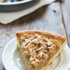 """Deep Dish Cinnamon Streusel Dessert Pizza - Pinch of Yum The recipe for """"dough"""" (cinnamon bread) looks delicious as well! Fruit Recipes, Pizza Recipes, Cooking Recipes, Dessert Recipes, Dessert Ideas, Just Desserts, Delicious Desserts, Yummy Food, Dessert Healthy"""