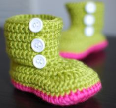 oh how cute are these crochet baby booties?!