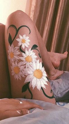 Kunst Blumen und Malerei Skizze Art flowers and painting sketch Body Painting Tumblr, Paintings Tumblr, Art Paintings, Art Hoe Aesthetic, Aesthetic Painting, Aesthetic Body, We Heart It Art, Art Sketches, Art Drawings