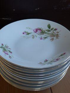 Verkocht. Stapel (11) leuke oude borden. Uit Frankrijk! Met mooie roze roos en goudkleurig randje. Romantisch!
