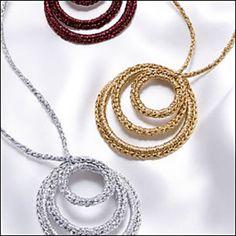 Ravelry: Circle Necklace by Debra Arch - DIY Schmuck Wire Crochet, Crochet Crafts, Textile Jewelry, Fabric Jewelry, Crochet Bracelet, Crochet Earrings, Crochet Jewellery, Jewelry Crafts, Handmade Jewelry