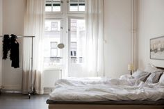 looks so casual and relaxing. cozy, comfy and just right for reading all day in bed.