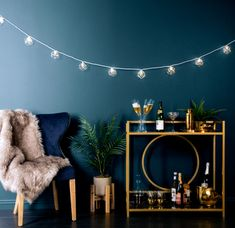 String lights are great for dorm rooms, but they don't have to look collegiate. Here, 22 of our favorite (genuinely cute, genuinely un-tacky) ways to decorate with string lights inside and outside. Boho Living Room, Living Room Lighting, Bedroom Lighting, String Lights In The Bedroom, Indoor String Lights, String Lights Indoors, Urban Barn, Bouclair, Patio Lighting