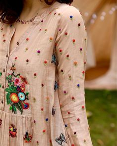 Printed Kurti Designs, Salwar Designs, Stylish Dresses For Girls, Stylish Dress Designs, Designer Party Wear Dresses, Indian Designer Outfits, Embroidery Suits Design, Embroidery Designs, Neck Patterns For Kurtis