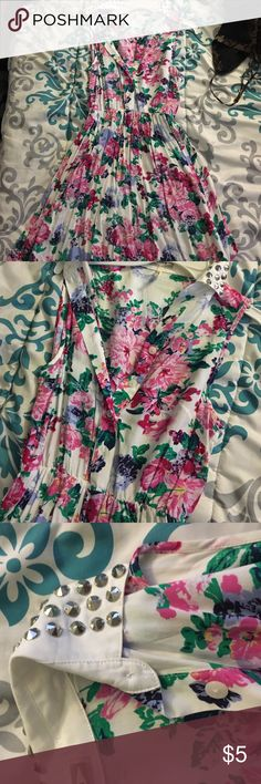 Floral button up sleeve less dress Great for summer! Worn once ! Perfect condition ! Studded silver collar! Floral light weight and flowy ! A girly dress ! Dresses Midi