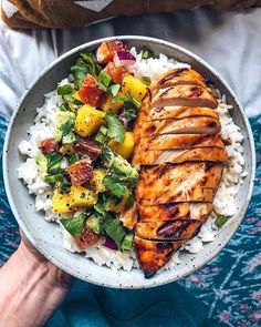 Mango BBQ Chicken with Mango Salsa and Re . - Mango BBQ Chicken with Mango Salsa and Rice Best Picture For Fast Recipes - Dinner Side Dishes, Dinner Menu, Mango Recipes For Dinner, Recipes With Mango, Clean Eating Dinner Recipes, Dinner Dessert, Mango Salsa Chicken, Pollo Salsa, Salsa Salsa