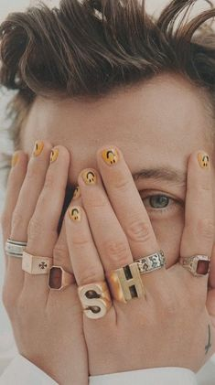 Harry Styles: 'I'm not just sprinkling in sexual ambiguity to be interesting' Bride Nails, Wedding Nails For Bride, Love Bracelets, Cartier Love Bracelet, Desenho Harry Styles, Mens Nails, Style Tumblr, Harry Styles Pictures, Harry Styles Hands