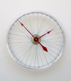 A bicycle wheel http://www.manualidades.tv/2010/07/05/para-los-amantes-de-las-bicicletas/#more-1912