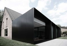 moderne home ? :: ARCHITECTURE :: Photo Credit: Graux & Beyens architecten a Belgian architecture firm - adore! Lovely exterior cladding to . Architecture Extension, Architecture Durable, Houses Architecture, Architecture Design, Black Architecture, Residential Architecture, Contemporary Architecture, Amazing Architecture, Installation Architecture