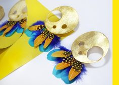 Un amarillo que brilla, un azul que resalta, una combinación que nunca falta✨ ...Con los aretes Arcti🦋—————————A yellow that shines, a blue that stands out, a combination that never fails✨ ... With Arcti earrings🦋#jewelry #inspiration #earrings Yellow, Blue, Symbols, Instagram, Earrings, Inspiration, Jewelry, Jitter Glitter, Blue Nails