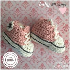 Baby All Stars handmade by juf Sas met gratis patroon Crochet Shoes, Crochet Clothes, Baby Converse, Myla, Star Girl, All Star, Baby Shoes, Projects To Try, Quilts