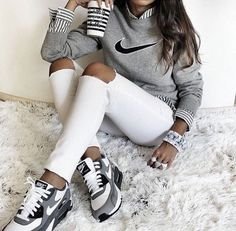 Shoes: nike air max low top sneakers grey sneakers nike sneakers grey sweater nike sweater striped shirt marble back to school white ripped jeans - Wheretoget Look Fashion, Teen Fashion, Fashion Outfits, Fashion Trends, Fashion Shoes, Womens Fashion, Nike Fashion, Sneakers Fashion, Fashion Casual