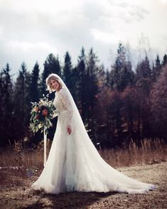 Wedding photos in sun. Tulle skirt and tip. Wedding Photos, Tulle, Bouquet, Wedding Dresses, Skirts, Flowers, Instagram, Fashion, Marriage Pictures