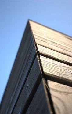 Smuk måde at afslutte en facade af træ på.