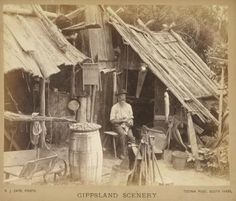 A prospector's hut, Gippsland, New South Wales, Australia 1886 Australian Bush, Australian Homes, Melbourne Victoria, Victoria Australia, Old Pictures, Old Photos, Wattle And Daub, Early Settler, Local History
