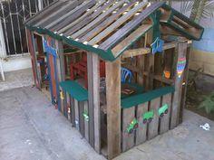 I made this playhouse for my kids. It was something fast to do, and most of all, it encourages order and cleanliness! Crear un espacio para los niños algo rapido, y mas que nada fomentar el orden y limpieza! #Garden, #KidsPalletPlayhouse, #PalletHut, #RecyclingWoodPallets #FunPalletCraftsforKids, #PalletSheds,Cabins,HutsPlayhouses