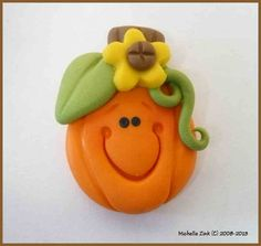 Pen topper -Polymer Clay Bead or Bow Center Sunflower Pumpkin via Etsy Polymer Clay Halloween, Polymer Clay Ornaments, Sculpey Clay, Polymer Clay Projects, Polymer Clay Charms, Diy Clay, Polymer Clay Jewelry, Clay Crafts, Sculpture Clay