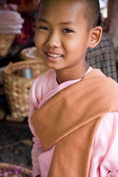 a young Novice Buddhist nun Kids Around The World, We Are The World, People Around The World, Precious Children, Beautiful Children, Beautiful World, Beautiful People, Buddhist Nun, Buddha Buddhism