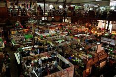 If you're looking to explore the traditional Mexican markets, these are the 10 best, most culturally interesting and delicious you should start with. Traditional Market, Mexico Culture, Mexico Resorts, Visit Mexico, World Trade, Mexico Travel, Where To Go, Travel Tips, Things To Do