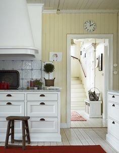 Beadboard walls, painted wood floors, white cabinets, great hardware. Love this kitchen~