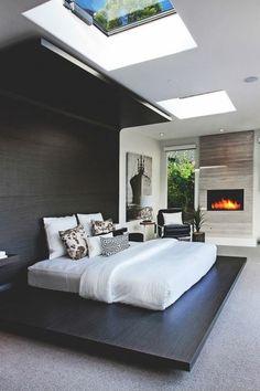 casa-minimalista-dormitorio-pared-de-madera-techo-con-ventanas-diseño-moderno #modernosinteriorescasas