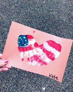 Memorial Day Crafts For Kids Discover 30 Easy of July crafts for kids to get your tiny tots in the patriotic fervor - Hike n Dip Easy of July crafts for kids 4th July Crafts, Fourth Of July Crafts For Kids, Patriotic Crafts, Summer Crafts For Preschoolers, Daycare Crafts, Classroom Crafts, Baby Crafts, Kid Crafts, Family Crafts