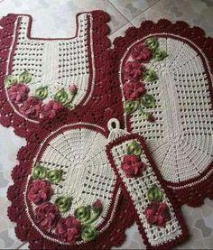 Conjunto para o banheiro Crochet Carpet, Crochet Home, Knit Crochet, Crochet Squares, Crochet Doilies, Crochet Flowers, Diy And Crafts, Arts And Crafts, Donia