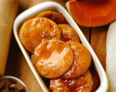 (The sopaipillas pasadas are the sopaipillas chips, but then they are diluted in a paste of brown sugar, orange and cinnamon. They are eaten especially in winter). Best Dessert Recipes, Fun Desserts, Sweet Recipes, Real Food Recipes, Cooking Recipes, Yummy Food, Tasty, Chilean Recipes, Gastronomia