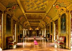 Chateau Maintenon galerie Classical Architecture, Historical Architecture, Architecture Design, Louis Xiv, Chateau De Maintenon, Inside Castles, Baroque Design, Castle In The Sky, French Chateau