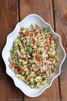 Avocado, tuna and chickpea salad