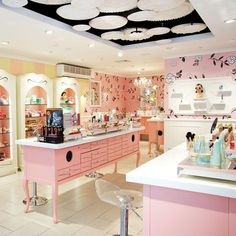 Can we just hang out in this gorgeous boutique all day? What's your next beauty service, gorgeous!?  #benefitbeauty