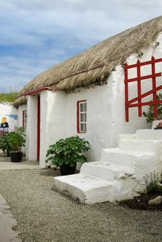 Doaghmore Cottage, Thatched cottage in Doaghmore, Inishowen, Donegal, Ireland by Derek Redican on 500px