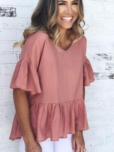 Ginger Spring peplum top with ruffled sleeves and criss-cross back detail. Spring top with white skinny jeans. Back detail. Cute Spring Outfits, Trendy Outfits, Cute Outfits, Fashion Outfits, Peplum Top Outfits, Peplum Tops, Everyday Outfits, Swagg, A Boutique