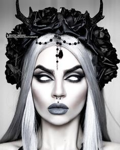 deguisement halloween Heres another one from this look because Ive been a little short on time. Sfx Makeup, Costume Makeup, Makeup Art, Looks Halloween, Halloween Makeup, Halloween 2020, Goth Beauty, Dark Beauty, Horror Make-up