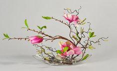 magnolia tulip ichibana flower arrangement – Yahoo Image Search Results – Flowers Desing Ideas Arrangements Ikebana, Purple Flower Arrangements, Contemporary Flower Arrangements, Ikebana Flower Arrangement, Flower Vases, Flower Art, Deco Floral, Arte Floral, Home Flowers