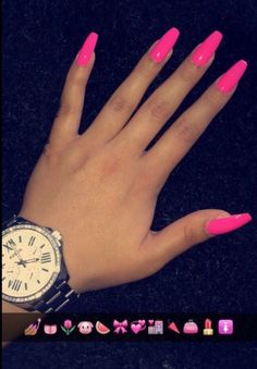 Ongle rose fluo