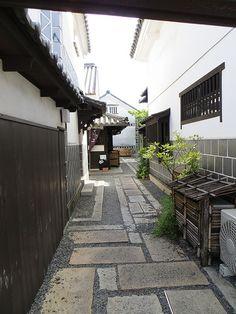 Walls of stone, wood, and plaster, Kurashiki