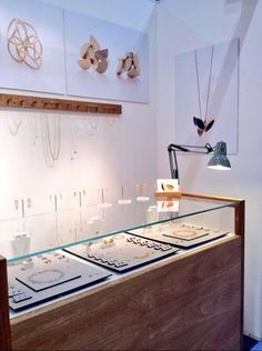 Simple and easy to shop booth display // Sarah Straussberg stand at Craft, London Más Shop Interior Design, Retail Design, Jewelry Booth, Jewellery Stand, Jewelry Hanger, Jewelry Storage, Jewelry Wall, Jewelry Display Cases, Bling Jewelry