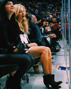 Wishing I could be at a @NY_Islanders game rn by chloegmoretz