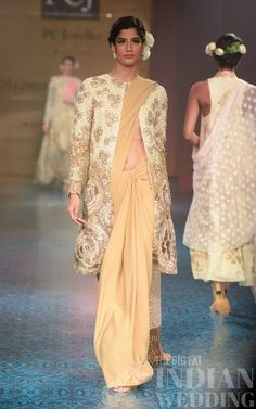 65 Ideas For Manish Malhotra Bridal Gowns Couture Indian Weddings India Fashion, Fashion Week, Fashion Show, Fashion Outfits, Dress Fashion, Trendy Fashion, Fashion Styles, Indian Dresses, Indian Outfits