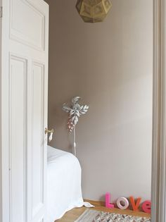 The nursery painted in the dusty pink color Soft Skin from Lady Jotun.