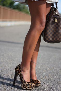 Steve Madden leopard pumps & louis vuitton DE need I say more! Pretty Shoes, Beautiful Shoes, Crazy Shoes, Me Too Shoes, Stiletto Heels, High Heels, Leopard Pumps, Shoe Boots, Shoe Bag