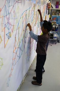 String Art Wall Project for Kids from Small Hands Big Art - Art Education ideas Group Art Projects, School Art Projects, Collaborative Art Projects For Kids, Inspiration Art, Ecole Art, Middle School Art, Art School, High School, Art Lessons Elementary