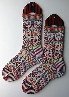 Variation of Snowflake Socks by Ellen Wixted free knitting pattern on Ravelry at http://www.ravelry.com/patterns/library/snowflake-socks-9