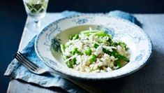 broad bean risotto Stir the essential flavours of an English summertime into this delicious, verdant risotto. Cooking For Three, Risotto Rice, Runner Beans, Rice And Peas, Fava Beans, Risotto Recipes, Feta, Easy Meals, Stuffed Peppers