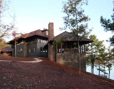 Alabama Lake House Cabin Exterior (Design by Susan Ferrier of McAlpine Booth & Ferrier Interiors) Style At Home, Haus Am See, Weekend House, Modern Farmhouse Exterior, Exterior House Colors, Exterior Design, Exterior Houses, Lake Cabins, House Entrance