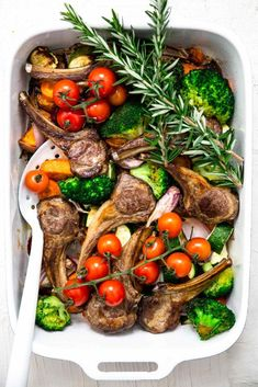 This super simple lamb chop bake is the ultimate recipe for a week night. It's easy to make, it's easy to prep, it's easy to cook and there is minimal mess, so minimal cleaning! It gets a massive tick of approval by us! Recipes Using Lamb Chops, Lamb Recipes Oven, Meat Recipes, Low Carb Dinner Recipes, Easy Healthy Recipes, Healthy Meals, Baked Lamb Chops, Lamb Dinner, Baked Vegetables